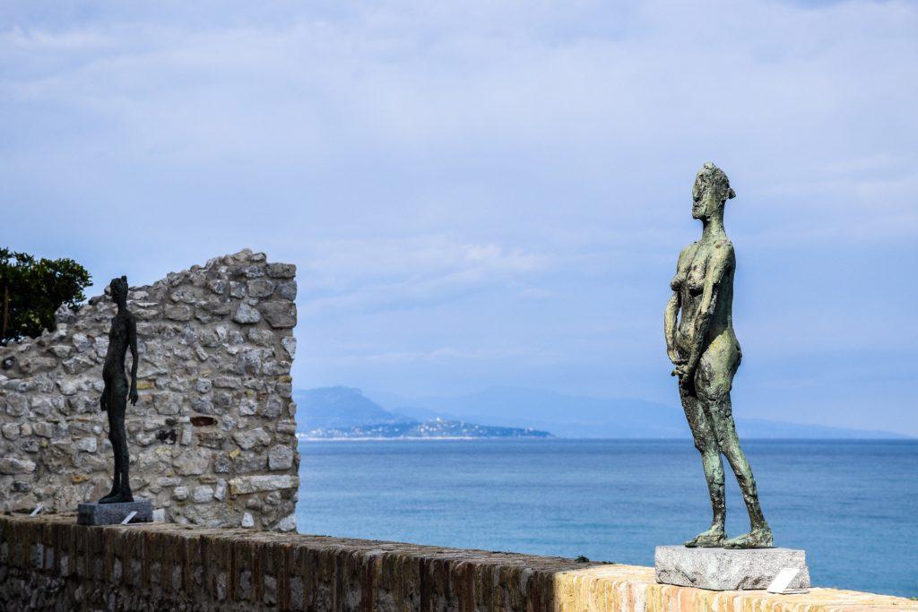 Skulptur vor Picasso-Museum