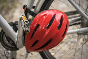 Fahrradhelm am Rad