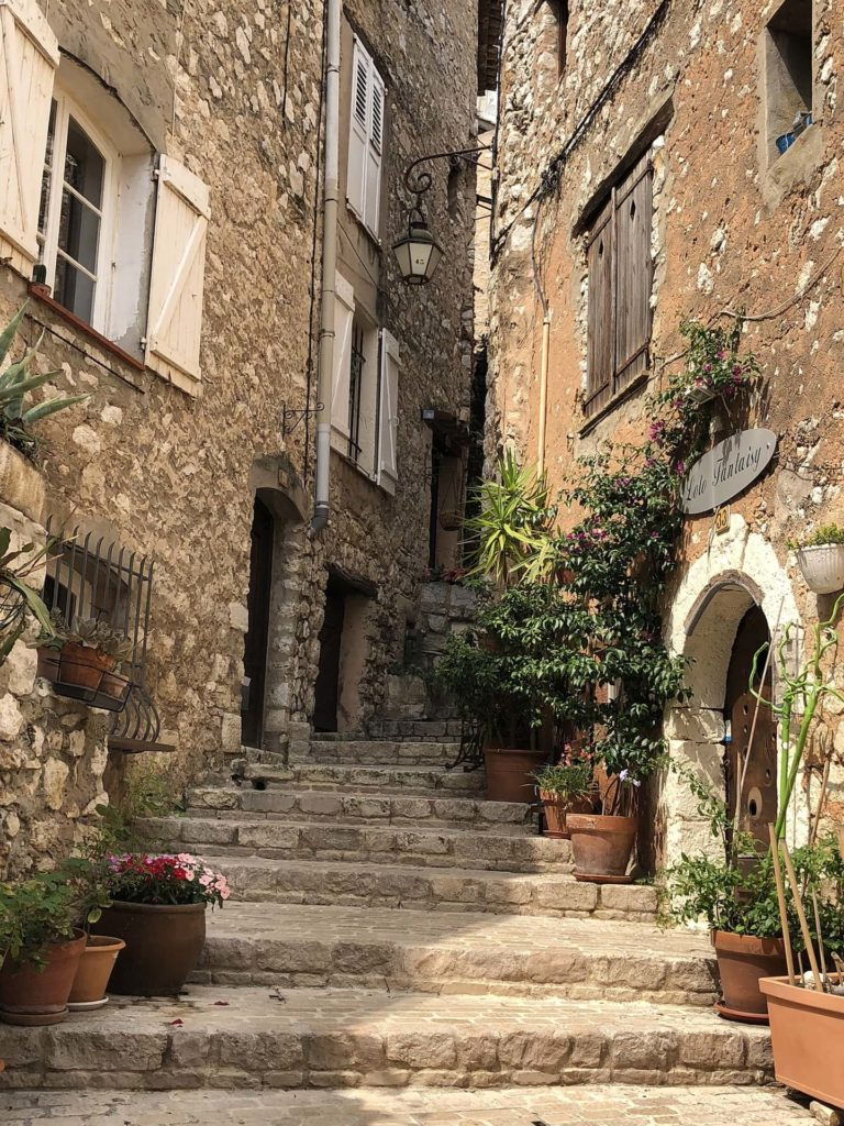 Treppe in provenzalischem Dorf