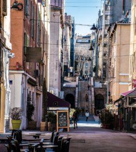 Marseille: Gassen im Hafengebiet